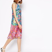 ASOS - Bedrucktes Kleid mit Verzierungen - Mehrfarbig