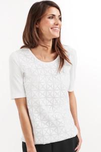 Das 1/2 Arm Shirt mit Ausbrennerstruktur ist lässt sich lässig oder elegant stylen.