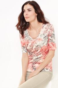 Der schöne Druck in trendigen Farben liefert zahlreiche Kombinationsmöglichkeiten.