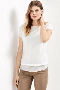 Grenzenlose Kombifreude liefert das modische Shirt mit Chiffonkante.