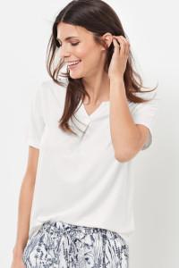 Der kleine Faltenschlitz auf dem Vorderteil gibt dem 1/2 Arm Shirt eine feine Raffinesse.