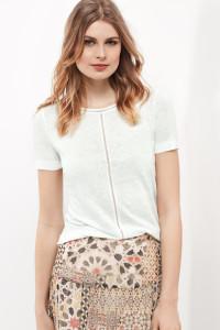Solo oder untergezogen sieht das Shirt aus reinem Leinen mit Lochstickerei einfach klasse aus.
