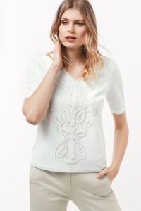 Detailverliebt zeigt sich das 1/2 Arm Shirt aus reiner Baumwolle.