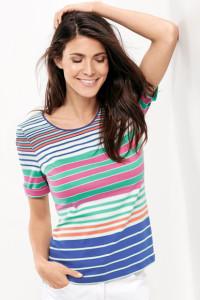 Ein Ringel in den angesagten Leuchtfarben erzeugt ein Sommershirt zum Verlieben.