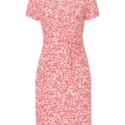 Sommerliches Kleid mit floralem Muster.
