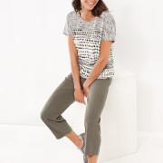Das Shirt aus einer fließenden Qualität verspricht mit lockerem Schnitt einen angenehmen Tragekomfort.
