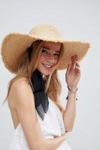 ASOS - Größenverstellbarer Schlapphut aus Naturstroh mit Schnürung unter dem Kinn - Beige - Farbe:Beige