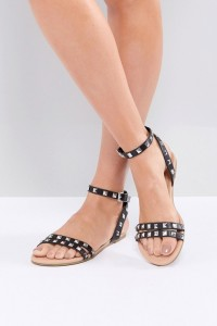 ASOS - FIBBING - Flache Sandalen mit Nietenverzierung - Schwarz - Farbe:Schwarz