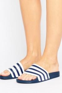 adidas Originals - Adiletten in Weiß und Marine - Mehrfarbig - Farbe:Mehrfarbig