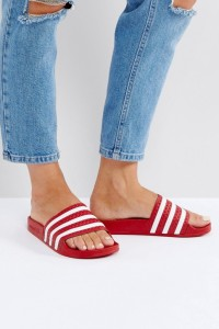 adidas Originals - Adilette - Sandalen in Rot - Rot - Farbe:Rot