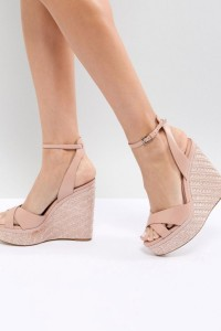 ALDO - Schuh mit strukturiertem Keilabsatz und überkreuzten Riemen - Rosa - Farbe:Rosa