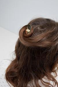 ASOS - Haarnadel in umgeschlagenem Design mit Scheibe aus Metall - Gold - Farbe:Gold