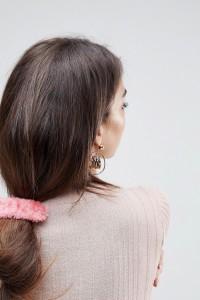 ASOS - Haarspange mit Kunstfell - Rosa - Farbe:Rosa