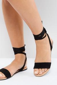 ASOS - FIOLA - Flache Sandalen in weiter Passform mit Schnürung - Schwarz - Farbe:Schwarz