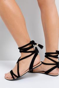 ASOS - FAYLA - Flache Sandalen in weiter Passform mit Flechtdesign - Schwarz - Farbe:Schwarz