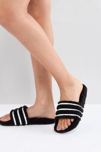 adidas Originals - Adilette - Flauschige Sandalen in Schwarz - Braun - Farbe:Braun
