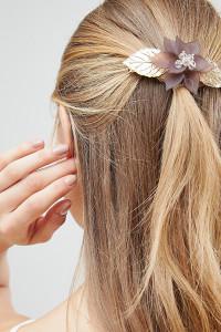 ASOS - Haarspange aus Metall mit Blatt- und Harzblumendesign - Gold - Farbe:Gold