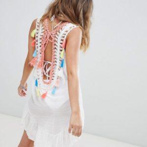 South Beach – Gehäkeltes Strandkleid mit U-Rückenausschnitt und Quasten – Weiß
