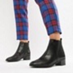 New Look – Flache Chelsea-Stiefel mit weiter Passform – Schwarz