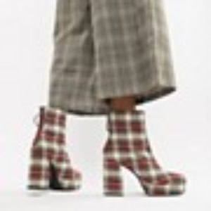Karierte Stiefel mit Absatz – Mehrfarbig