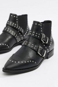 ASOS DESIGN - Alas - Spitze Stiefeletten mit Nieten und Schnalle - Schwarz - Farbe:Schwarz