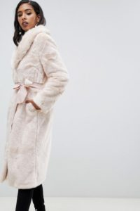 ASOS - Langer Mantel aus flauschigem Kunstpelz mit Gürtel - Rosa - Farbe:Rosa