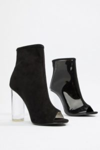 ASOS - AUTO PILOT - Wildleder-Ankle-Boots mit Nieten - Schwarz - Farbe:Schwarz