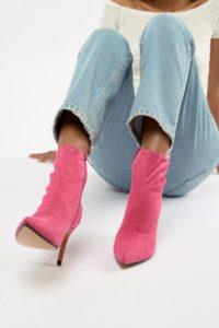 ASOS DESIGN - Appreciate - Stiefel mit mehreren Schnallen in Lammfelloptik - Schwarz - Farbe:Schwarz
