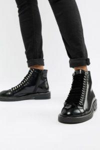 ASOS DESIGN - Amellie - Leder-Stiefeletten zum Schnüren mit Kettenverzierung - Schwarz - Farbe:Schwarz