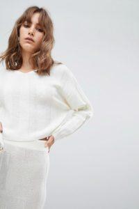 ASOS DESIGN - Breit gerippter Pullover mit V-Ausschnitt