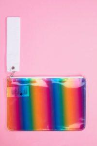 Monki - Beutel in Regenbogenfarben mit Reißverschluss - Mehrfarbig - Farbe:Mehrfarbig