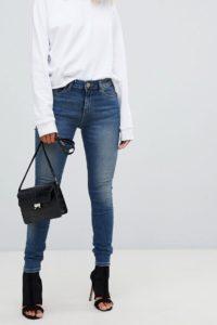 ASOS - LISBON - Enge Jeans mit mittelhoher Taille in mittlere Elliot-Waschung im Used-Look - Blau - Farbe:Blau
