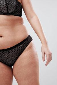 ASOS CURVE - Gianna - Bralilianischer Slip aus Spitze mit Diamant-Design - Schwarz - Farbe:Schwarz