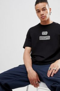 Weekday - T-Shirt in Schwarz mit Schriftzug - Schwarz - Farbe:Schwarz
