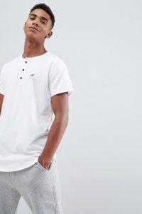 Hollister - Einfarbig weißes Henley-T-Shirt mit Möwen-Logo in Slim Fit - Weiß - Farbe:Weiß