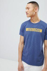 Abercrombie & Fitch - Blaues T-Shirt aus Noppenstoff mit College-Logo auf der Brust - Blau - Farbe:Blau