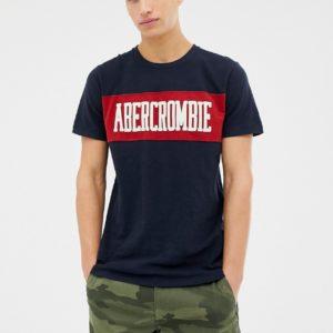 Abercrombie & Fitch – Marineblaues T-Shirt mit Logo-Einsatz auf der Brust – Navy