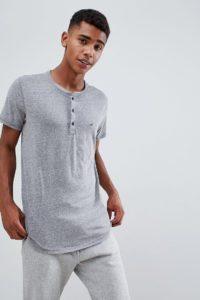 Hollister - Einfarbig kalkgraues Henley-T-Shirt mit Möwen-Logo in Slim Fit - Grau - Farbe:Grau