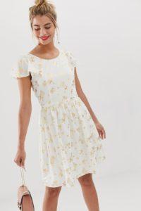 Yumi - Skaterkleid mit Rüschenärmeln und Vogelkäfig-Design in Metallic - Weiß - Farbe:Weiß