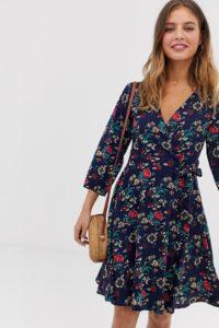 Yumi - Wickelkleid mit Blumenmuster - Navy - Farbe:Navy