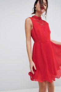 ASOS - Ármelloses Mini-Kleid mit Falten und Spitzeneinsatz - Rot - Farbe:Rot