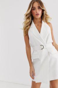 4th & Reckless - Ärmelloses Blazerkleid mit Schnalle in Weiß - Weiß - Farbe:Weiß