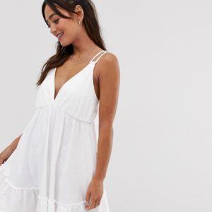 ASOS DESIGN – Sommerliches Mini-Hängerkleid mit Schößchensaum – Weiß