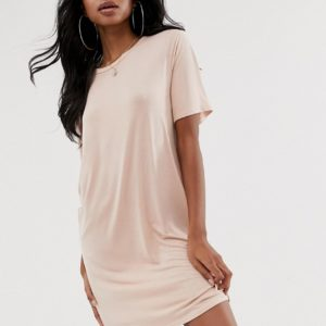 PrettyLittleThing – Basic – Mini-T-Shirt-Kleid in Nude – Rosa
