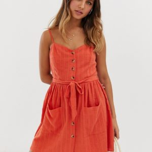Miss Selfridge – Mini-Trägerkleid mit Bindegürtel in Orange – Orange
