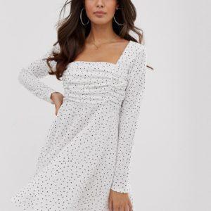 PrettyLittleThing – Weiß gepunktetes Skaterkleid mit geradem Ausschnitt – Mehrfarbig