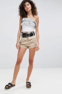 ASOS - Shorts mit hohem Bund und Gürtel - Beige - Farbe:Beige