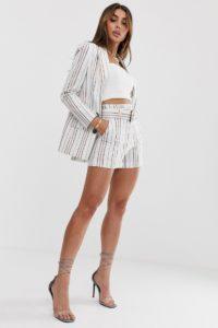 ASOS DESIGN - Anzug-Shorts in Creme gestreift mit hoher Taille und Schnalle - Mehrfarbig - Farbe:Mehrfarbig