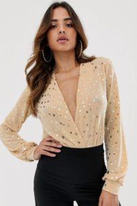 Flounce London - Tanga-Bodysuit mit tiefem Ausschnitt und Glitzerdetails - Gold - Farbe:Gold