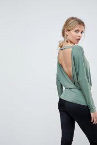ASOS - Anschmiegsames Oberteil mit Fledermausärmeln und Rückenausschnitt - Grün - Farbe:Grün